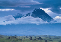 Вулканы Ключевская Сопка (слева) и Камень. Камчатка, Ключевской парк